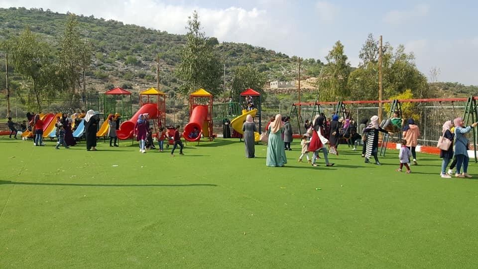 من استضافة بلدية يوم امس لجمعية سيدات كفر اللبد الخيرية في منتزه علار الوطني